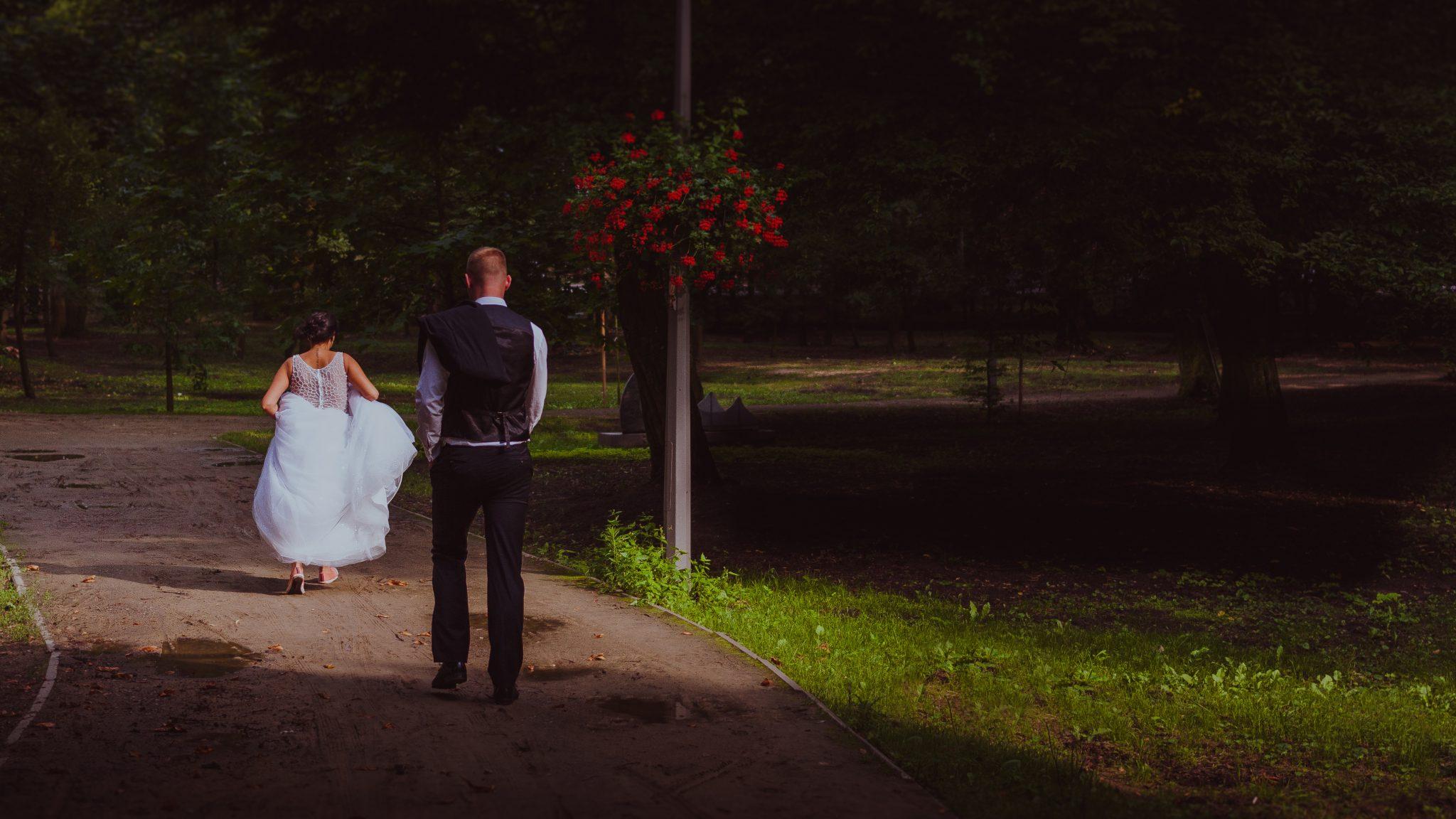 Ślubna sesja plenerowa na zamku w Uniejowie.